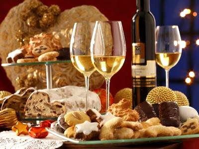 Ein guter Wein und leckeres Weihnachtsgebäck
