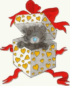 Teddybär schaut aus der Geschenkkiste heraus