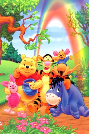 Winnie Puuh und seine Freunde haben Spaß unter dem Regenbogen