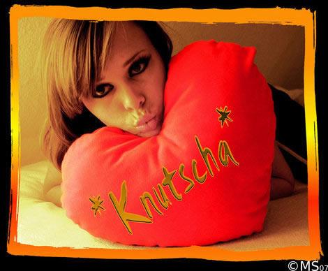 *Knutscha*