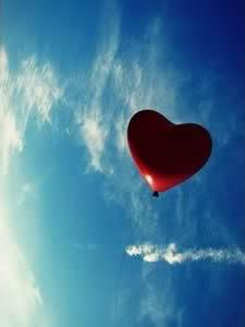 Aufsteigender Herzballon