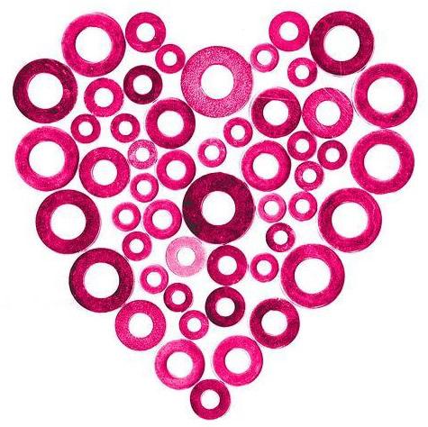 Pinke Scheiben formen ein Herz