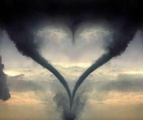 Rauchschwaden formen Herz