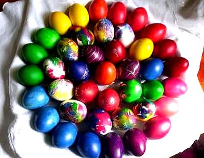 Bunte Eier in einem Motiv...