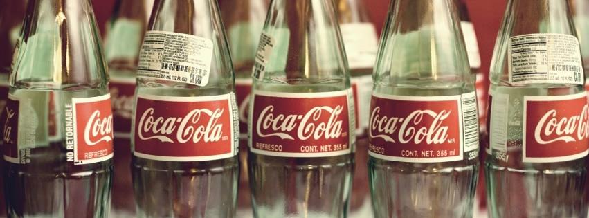 Mehrere Flaschen Coca-Cola