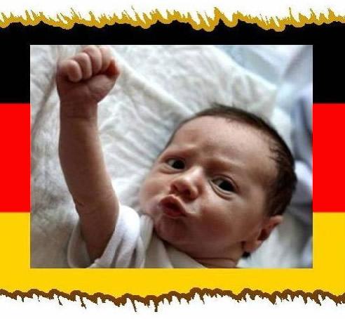 Baby feiert Deutschland-Sieg